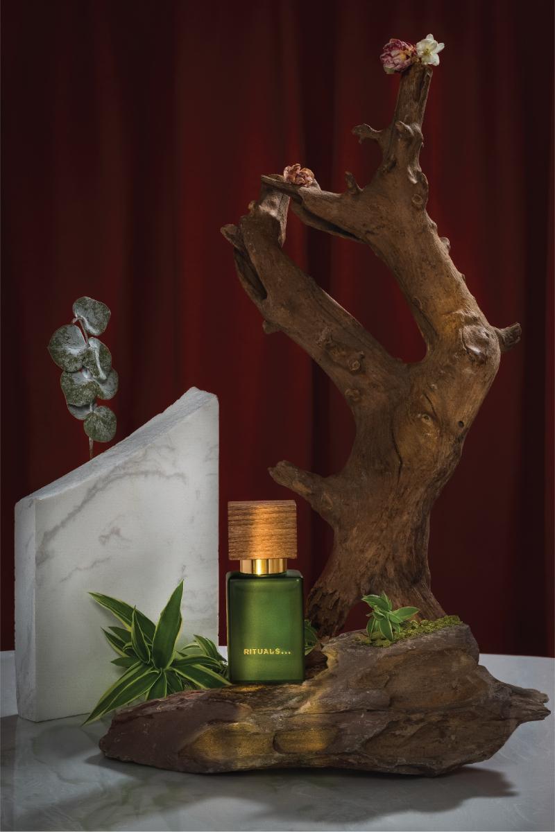 https://minhatran.com/wp-content/uploads/2021/01/minhatran-visuals-vietnam-commercial-photography-gallery-still-life-rituals-perfume-4.jpg